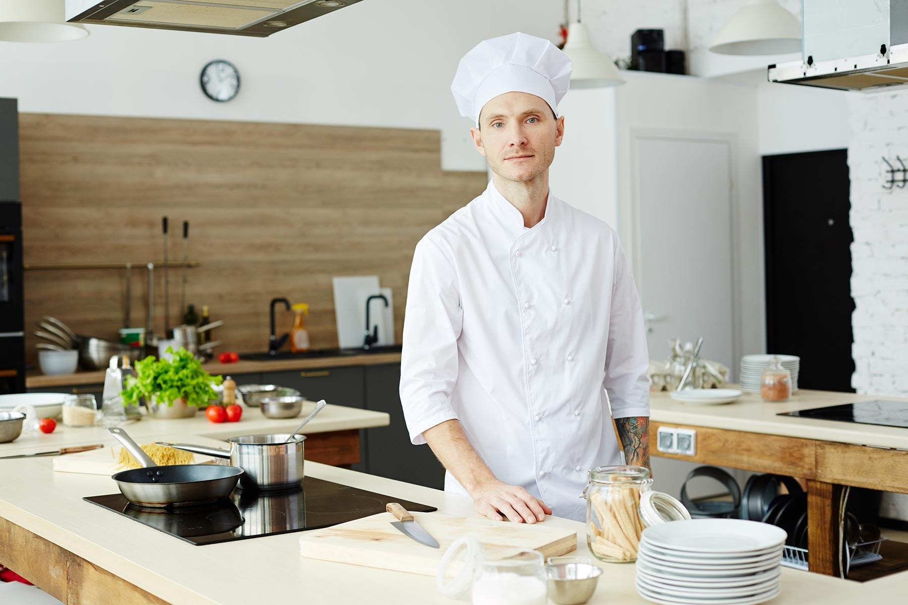male-chef-PZ4FTHY.jpg